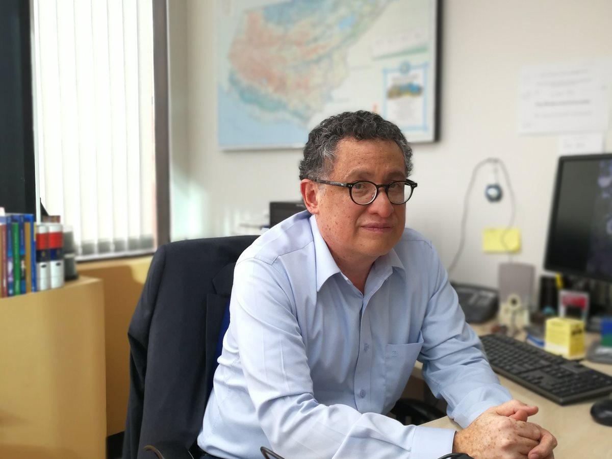 Gustavo Arriola, coordinador del informe de desarrollo humano de Guatemala (Foto Prensa Libre: Francisco Mauricio Martínez)