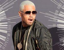 Chris Brown ha tenido varios conflictos con la ley desde el 2009, cuando fue declarado culpable de violencia de género contra Rihanna. (Foto Prensa Libre: AFP).