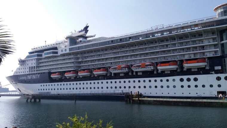 El Crucero Celebrity Infinity arribo este martes a Puerto Quetzal, con 1 mil 950 pasajeros y 1 mil tripulantes. (Foto, Prensa Libre: Cortesía Inguat).