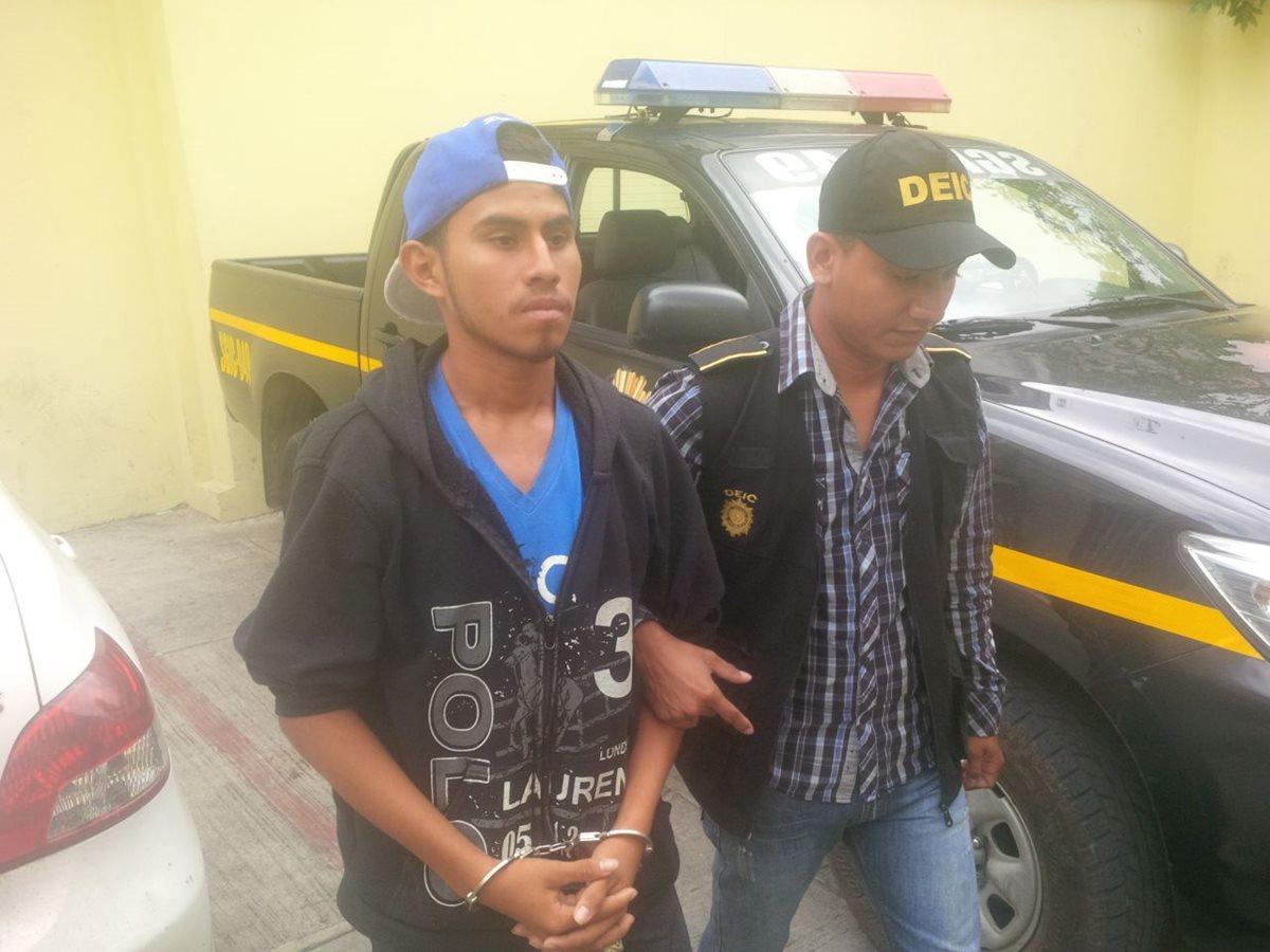 Raxón Jopia podría haber participado en el asalto a un bus, la muerte de un pasajero y la violación de una menor el 20 de abril. (Foto Prensa Libre: PNC)