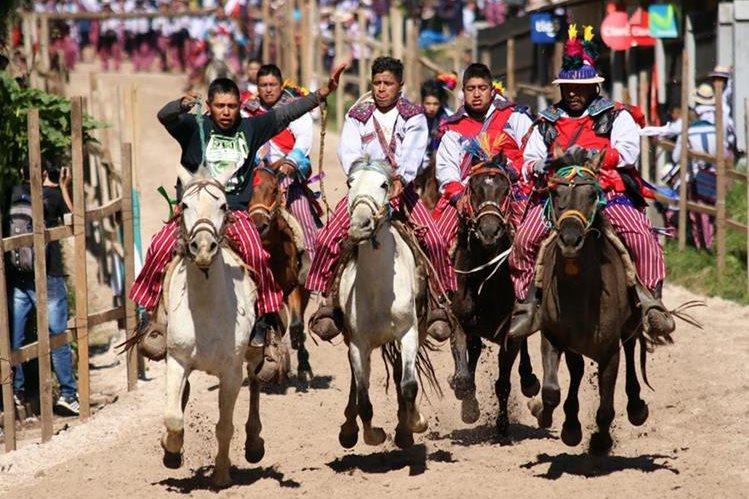 Los jinetes participan en una carrera de tradición milenaria (Foto: Hemeroteca PL).