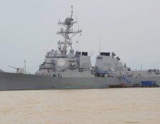 Esta foto de archivo muestra al buque de guerra lanzamisiles USS que ayer navegó en aguas que son reclamadas por China. (Foto Prensa Libre: AFP).