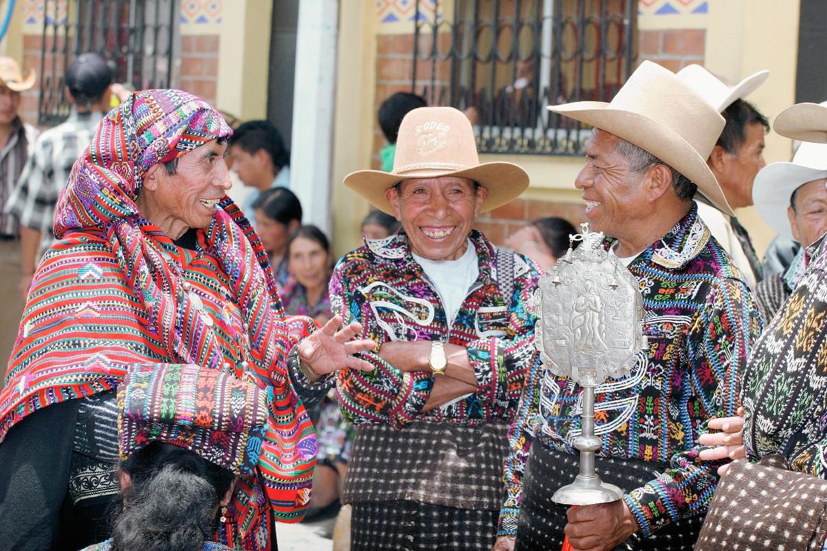 Devoción y atuendos ceremoniales mayas destacan el 15 de agosto en la fiesta patronal de Sololá