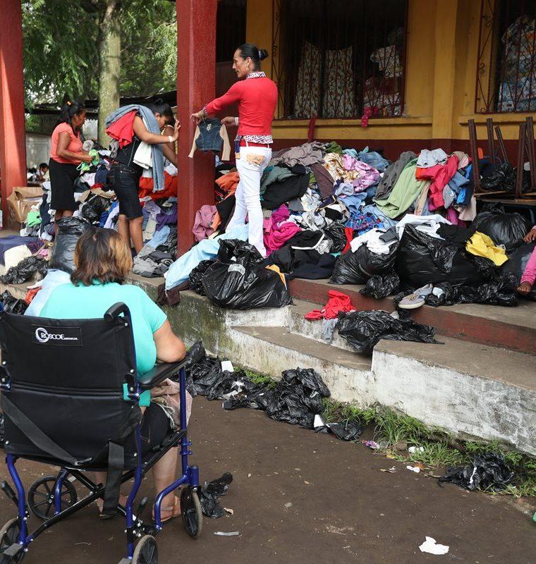 Escuelas servirán de albergues para las familias hasta que se habiliten módulos temporales en otras instalaciones. (Foto Prensa Libre: Esbin García)