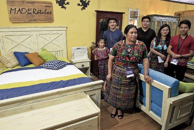 La familia Surec Costop, de Tecpán Guatemala,    fabrica muebles desde hace 23 años y  participa desde 2001 en Expomueble.