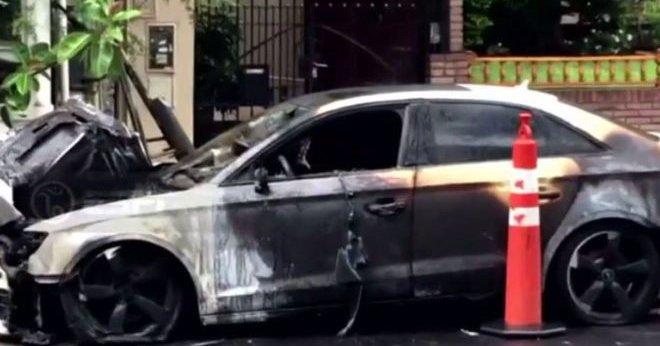 Automóvil del jugador de River Plate, Gonzalo Pity Martínez, que amaneció incendiado. (Foto Prensa Libre).