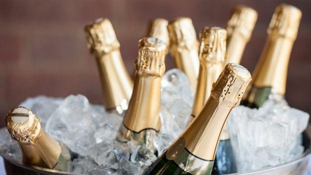 Lo mejor es una champañera repleta de hielo y repleta de champán. (GETTY IMAGES).