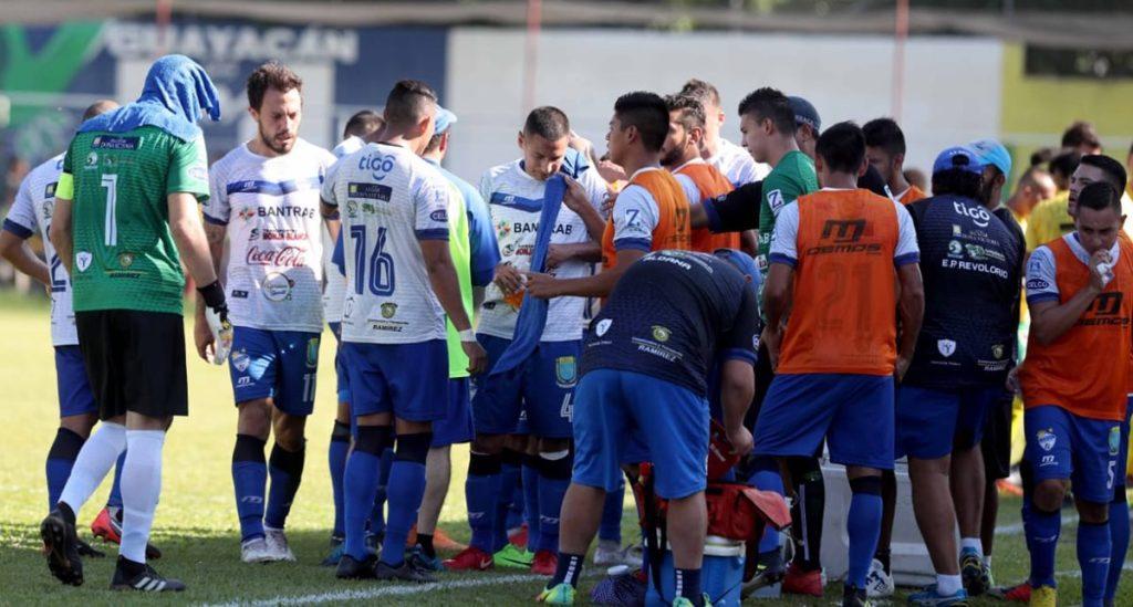 Bajo un sofocante calor Guastatoya y Cobán Imperial disputaron un partido con pocas opciones de gol.