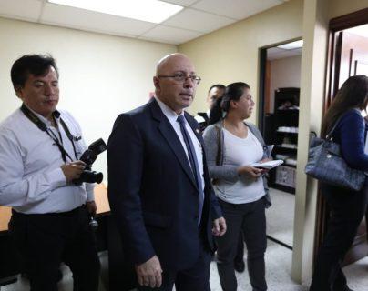 Octavio Alonzo, director del Renap, acudió al Congreso. (Foto Prensa Libre: Óscar Rivas)