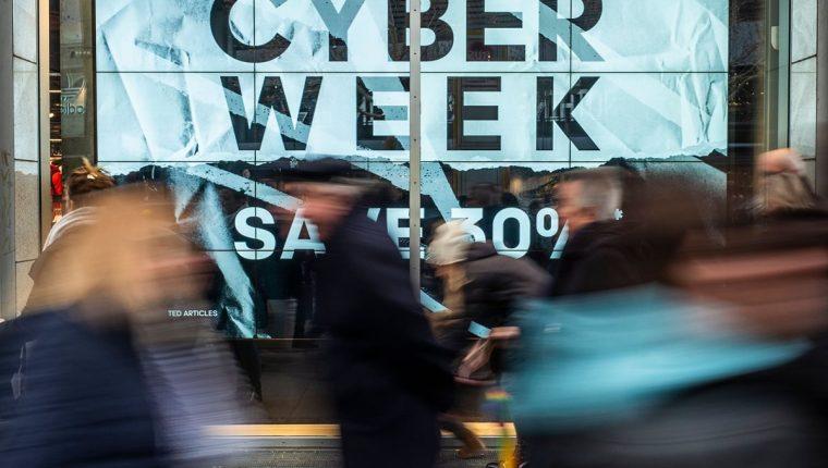 El Lunes Cibernético marca el lunes después del feriado de Acción de Gracias en los Estados Unidos, creado por compañías de mercadeo para alentar a las personas a comprar en línea. (Foto Prensa Libre: AFP)