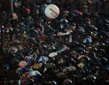 Cientos de aficionados argentinos piden a Messi que se siga en la selección albiceleste. (Foto Prensa Libre: AFP)