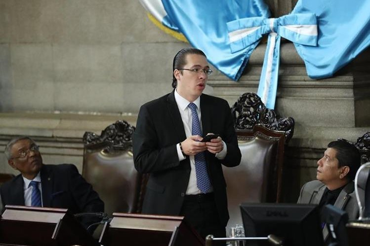 Felipe Alejos debe presentarse ante juez pesquisidor el viernes