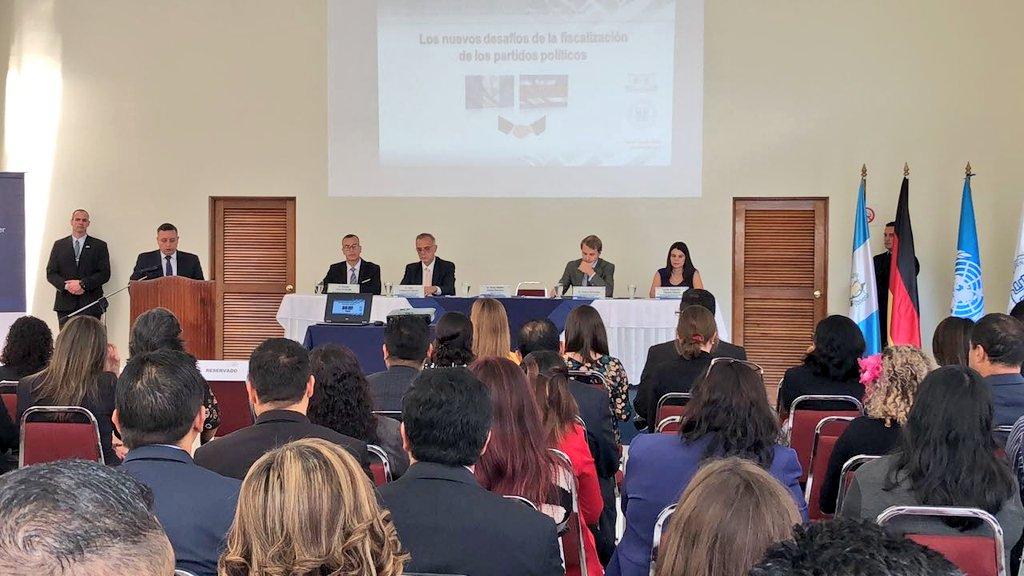 Cicig realiza la primera capacitación a quienes integran la Unidad Especializada de Fiscalización. (Foto Prensa Libre: Cicig)