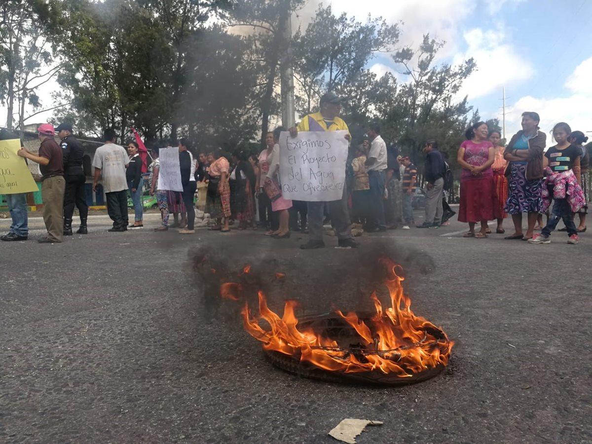 Vecinos soportaron 90 días sin agua y en protesta bloquearon el Anillo Periférico