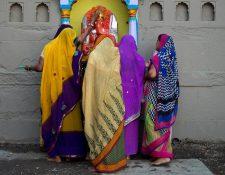 <em>La decisión fue tomada por un consejo de ancianos del estado de Uttar Pradesh, en el norte de la India. (Foto Prensa Libre: AP).</em>