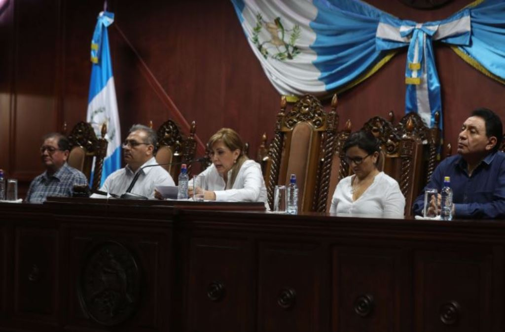 Magistrados titulares de la CC, Neftalí Aldana, Boanerge Mejía, Dina Ochoa, Gloria Porras y José de Mata Vela. (Foto Prensa Libre: Hemeroteca PL)