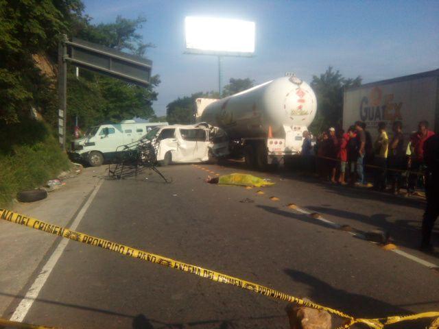Mueren tres personas y ocho resultan heridas en accidente vial en Zacapa