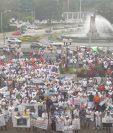Trabajadores de la minera San Rafael protestaron en las afueras de la CSJ. (Foto Prensa Libre: Esbin García)