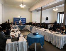 La Comisión Específica para analizar la iniciativa de ley de aceptación de cargos se reunió este jueves en el Congreso. (Foto Prensa Libre: Carlos Álvarez)