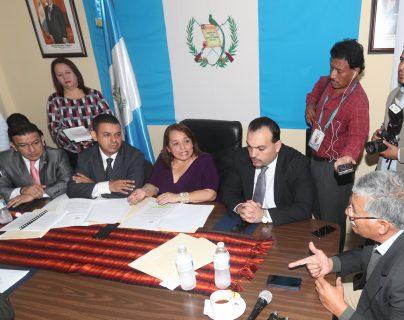 La Comisión de Deportes del Congreso de la República sostuvo una reunión con dirigentes de la Fedefut y de la CDAG, hoy jueves 15 de marzo de 2018, para seguir conociendo la iniciativa 5421 y tratar de que la Fifa le levante la sanción a Guatemala (Foto Prensa Libre: Francisco Sánchez)