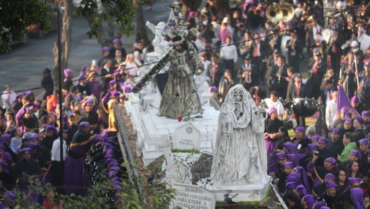 Jesús de la Merced recorre las principales calles del Centro Histórico. (Foto Prensa Libre: Óscar Rivas)