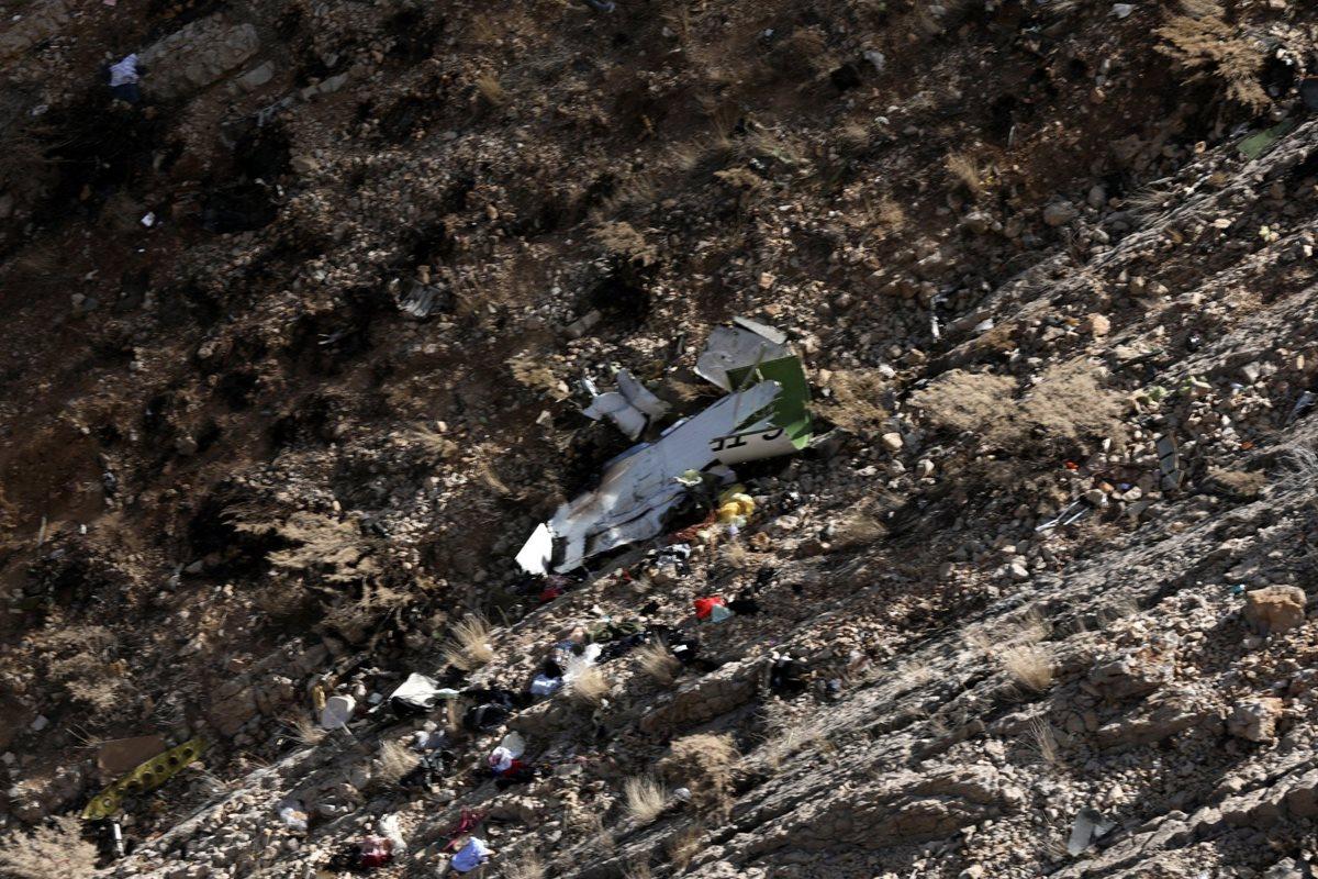 Vista aérea de los restos del avión privado turco accidentado ayer en Irán. (Foto Prensa Libre: EFE)