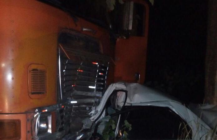 El vehículo en el que viajaba Santos quedó destruido. (Foto Prensa Libre: Cortesía).