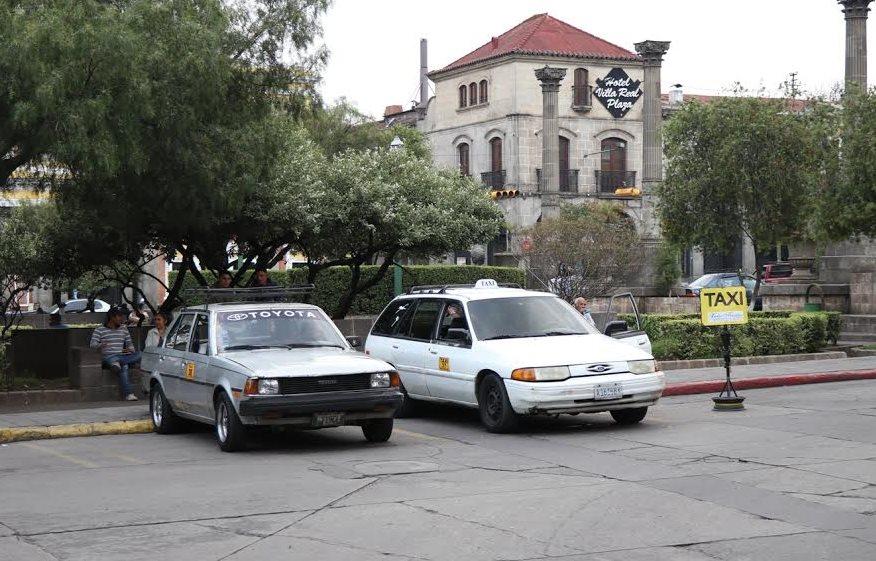 Taxistas adeudan más de Q2 millones a la comuna de Xela