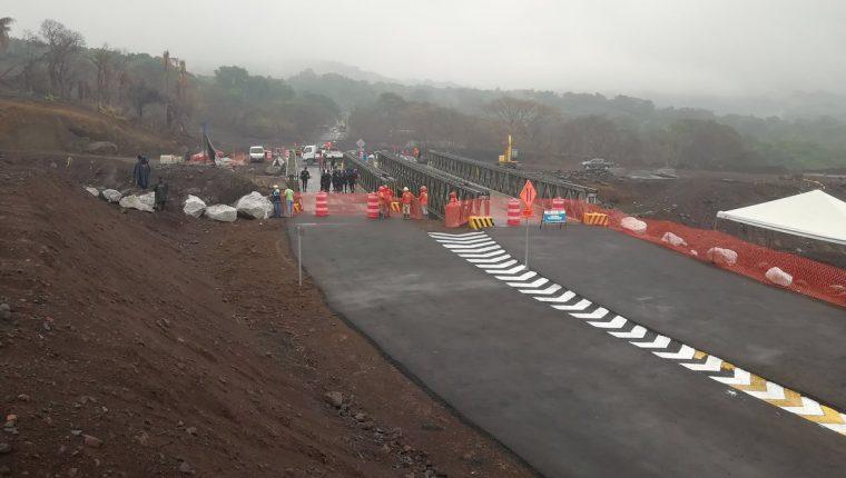 El paso vehicular sobre la RN 14 quedó habilitado este jueves. (Foto Prensa Libre: Enrique Paredes)