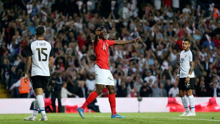 El inglés Danny Welbeck celebra después de marcar el 2-0 contra Costa Rica. (Foto Prensa Libre: EFE)