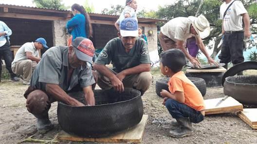 Campesinos del Corredor Seco son beneficiados con el proyecto que impulsa la Fundación Equinos Sanos para el Pueblo. (Foto Prensa Libre: Cortesía)