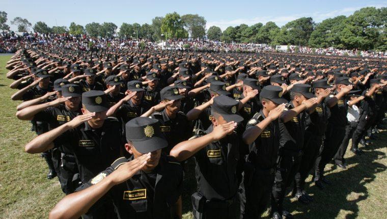 """""""Los agentes no están retenidos en contra de su voluntad, no están sufriendo ningún tipo de vejamen en su integridad física"""", manifestó el ministro de Gobernación. (Foto Prensa Libre: Mingob)"""
