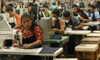 El salario mínimo de maquila es de Q68.91. (Foto Prensa Libre: Archivo)