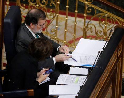 Mariano Rajoy expone durante la intervención del secretario general del PSOE, Pedro Sánchez durante el comienzo de la moción de censura. (Foto Prensa Libre:EFE).