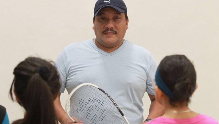 Fridolino Bonilla se dedica a entrenar a jóvenes en Squash. En la tragedia quedó lesionado pero se recuperó. (Foto Prensa Libre: Estuardo Parede)