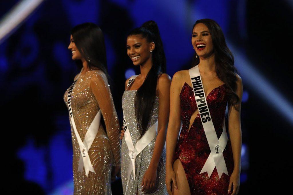 Tamaryn Green, al centro, de Sudáfrica fue la primera finalista