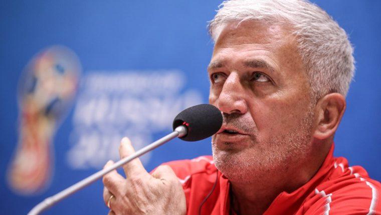 """El técnico suizo, Vladimir Petkovic, """"regañó"""" a sus goleadores por las celebraciones polémicas de ambos. (Foto Prensa Libre: EFE)"""