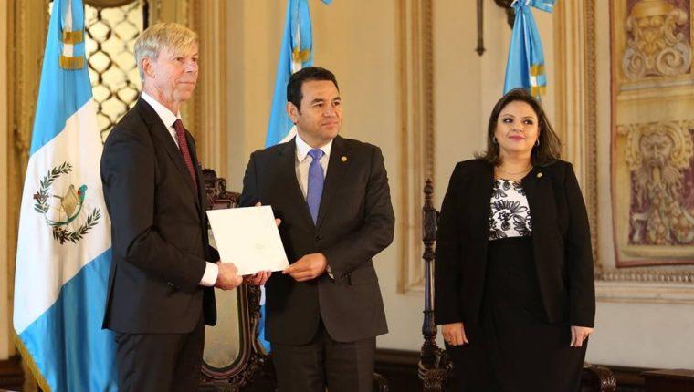 """La Cancillería insiste en que Kompass le dijo """"corrupta a toda la sociedad"""" de Guatemala, en una actividad, el 11 de enero pasado. (Foto Prensa Libre: Minex)"""