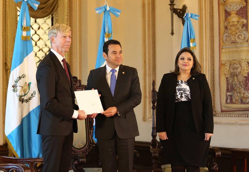 Países donantes piden a Guatemala reconsiderar el retiro del embajador sueco