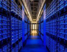 La empresa Facebook guarda su información en centros de datos como este, en Oregón. (GETTY IMAGES)