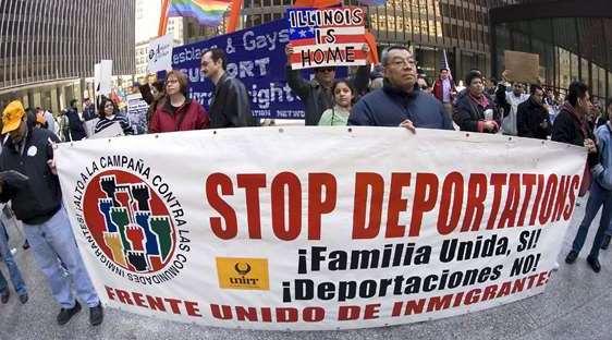 Según medios de comunicación estadounidenses, la Oficina de Migración efectuaría redadas dirigidas a cientos de familias. (Foto Prensa Libre: EFE)