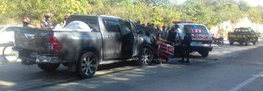El percance se produjo en el km 54 ruta al Atlántico, lo que ha generado largas filas de vehículos. (Foto Prensa Libre: Hugo Oliva)