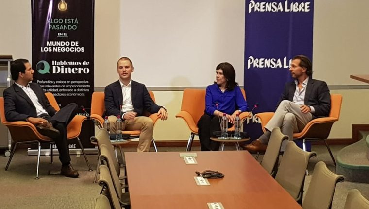 Hugo Díaz, de UFM Acton, y los empresarios Nikolas Adair, Diana Canella y Alex Poulias participaron en el foro. (Foto Prensa Libre: Alejandro Salazar)