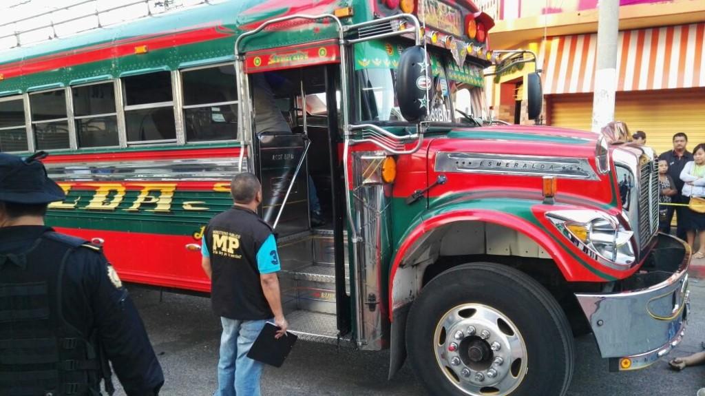 Bus en el que se registró el ataque en Santa Lucía Cotzumalguapa, Escuintla. (Foto Prensa Libre: Enrique Paredes).
