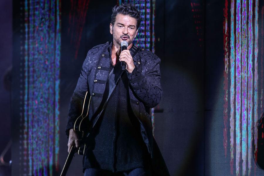 """Ricardo Arjona se despidió de la gira """"Circo Soledad"""" y público de varias nacionalidades lo ovacionó en Guatemala"""