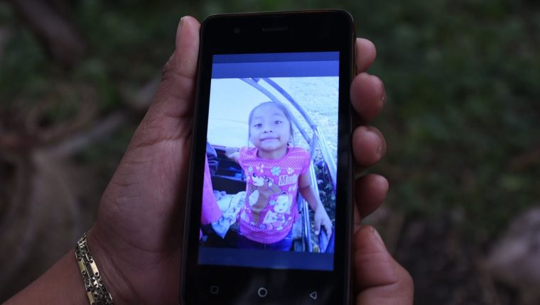 El funeral privado de Jakelin Caal se celebró en Texas antes de la repatriación al país del cuerpo de la niña. (Foto Prensa Libre: AFP)