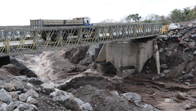 El paso por la Ruta Nacional 14 no fue restringido, pese a la alerta del incremento de la erupción del Volcán de Fuego.(Foto Prensa Libre: Enrique Paredes)