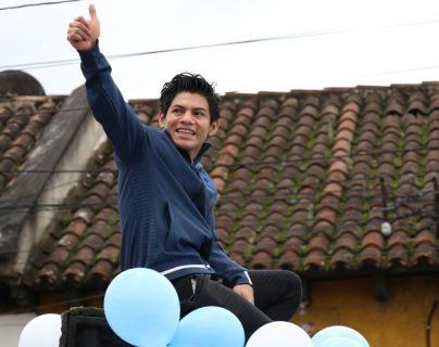 El gimnasta Jorge Vega es recibido en caravana por vecinos de Jocotenango