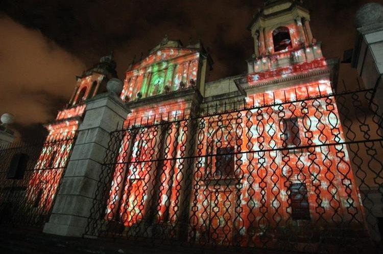 Los visitantes podrán apreciar distintos diseños que se proyectarán sobre la Catedral Metropolitana. (Foto Prensa Libre: Hemeroteca PL).