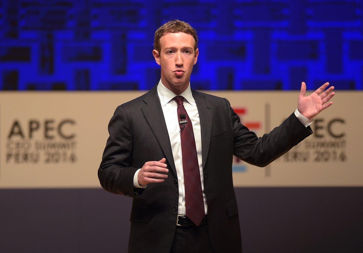Mark Zuckerberg, fundador de Facebook, pide a líderes del mundo reunidos en Lima, Perú, que conecten más al mundo ante amenaza de Trump. (Foto Prensa Libre: AFP)